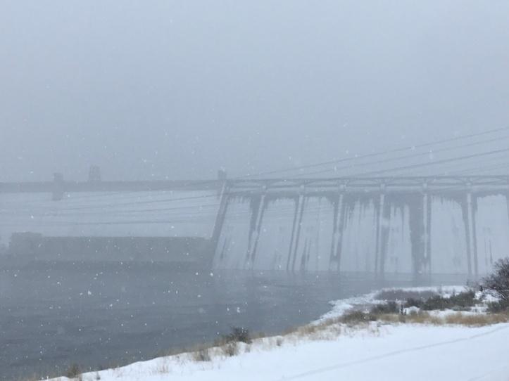 snow.dam.JPG