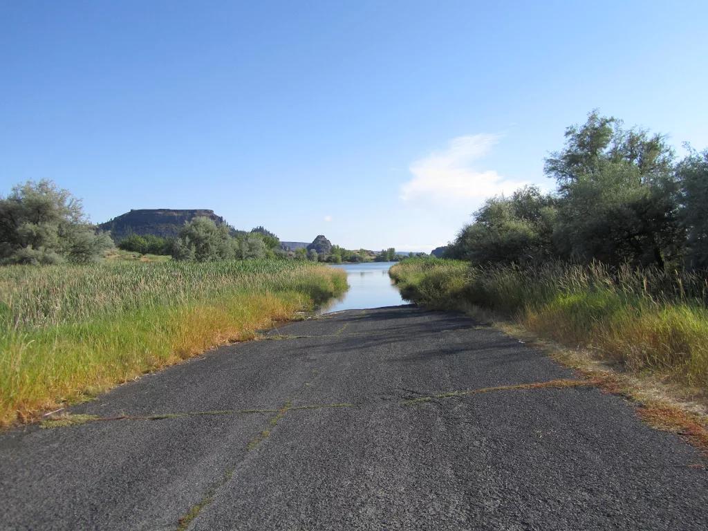 road.into.bankslake.IMG_1460